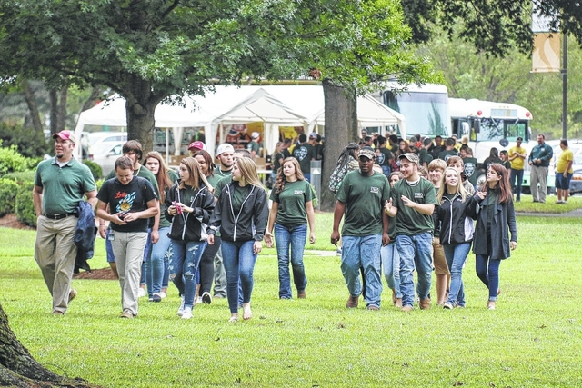 High school students get glimpse of college life at UMO Ag